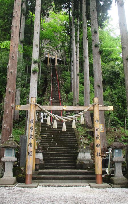 中之嶽神社参道石段(奥宮)